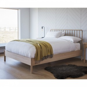 """Builth Wells Furniture Nordic 4'6"""" Double Spindle Bed Oak"""