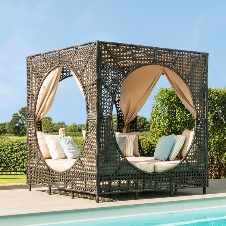 Daybeds & Sunloungers