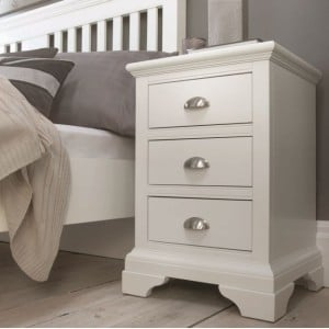 Hampstead White Painted Furniture 3 Drawer Bedside Cabinet